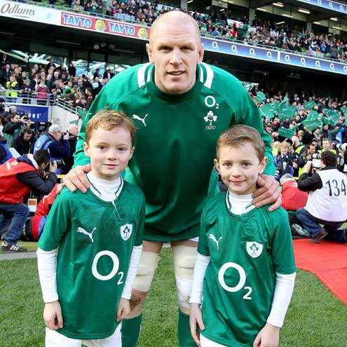 Ireland team mascots with Paul O'Connell