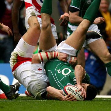 Rob Kearney stretches over for Ireland's only try against England