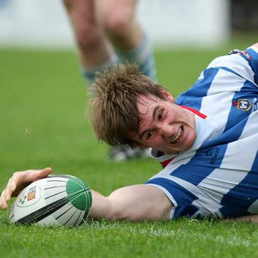 Kyle Tonetti scores a try for Blackrock College