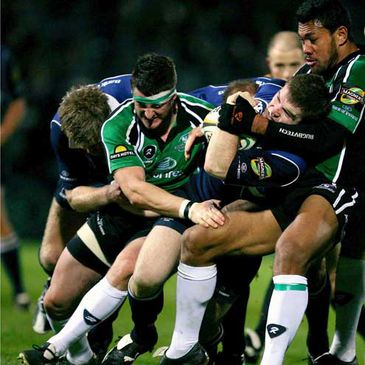 Connacht's Keith Matthews and Ofisa Treviranus gets to grips with Gordon D'Arcy