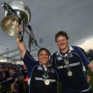 Ollie Le Roux and Malcolm O'Kelly with the Magners League trophy