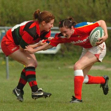 Fiona O'Sullivan tackles Louise Beamish during the Division One final