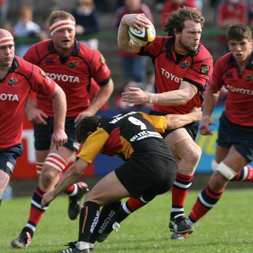 Munster flanker John O'Sullivan tries to get past Alex Walker of the Dragons