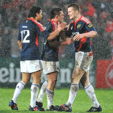 Lifeimi Mafi, Rua Tipoki and Denis Hurley celebrate after the Gloucester game