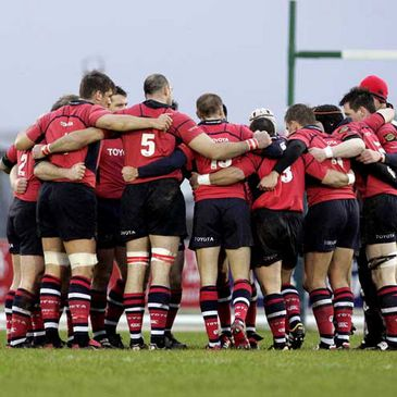 The Munster team huddle