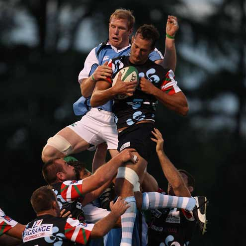 Paul O'Connell competes for lineout ball