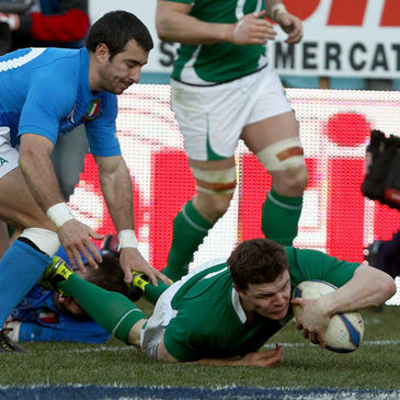 Brian O'Driscoll scores for Ireland in Rome