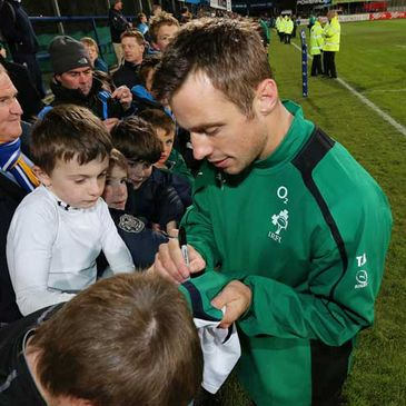 Tommy Bowe signing autographs for Ireland gans