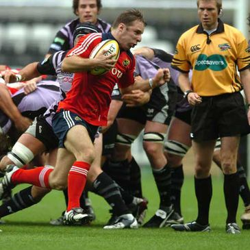 Munster's Tomas O'Leary in Magners League action against the Ospreys