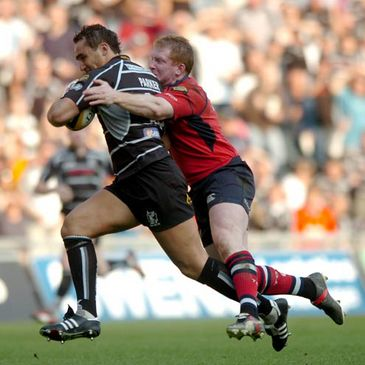 Anthony Horgan tackles Sonny Parker of the Ospreys