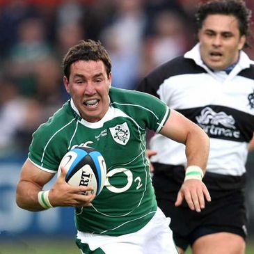 Paddy Wallace will partner Brian O'Driscoll in the centre against New Zealand