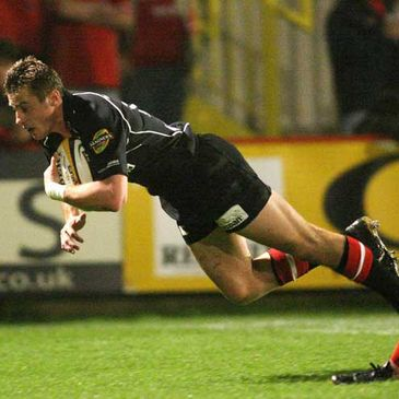 Ulster's Tommy Bowe dives over for a try at Stradey Park