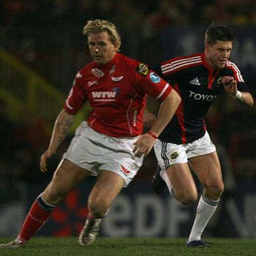 Munster's Ronan O'Gara chases the ball against Llanelli Scarlets