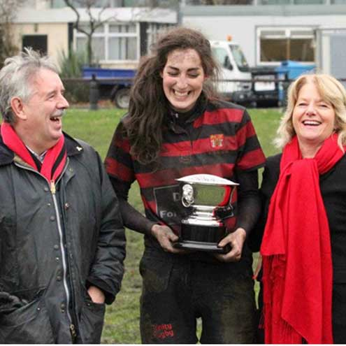 Gerry Kelly of the IURU and Kay Bowen present Tara Deane with the trophy