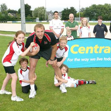 Stephen Ferris helps launch the Ulster Rugby Summer Camps